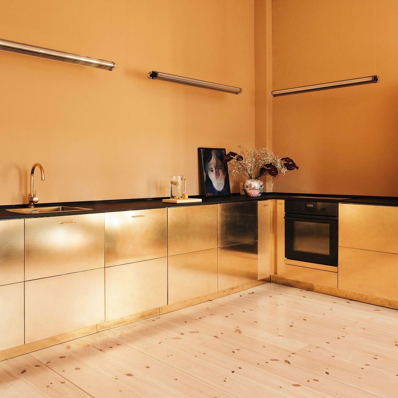 Дизайн маленькой кухни глянцевые поверхности